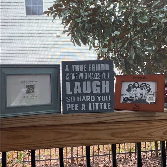 NWT Friends wooden Plaque& 2 wooden picture frames